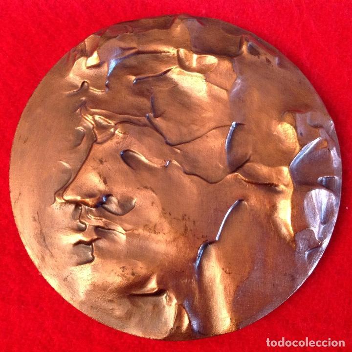 MEDALLA DE BRONCE, OPINIONES DE UN MODELO, 80 MM. DE DIÁMETRO, FNMT 1985 (Numismática - Medallería - Temática)