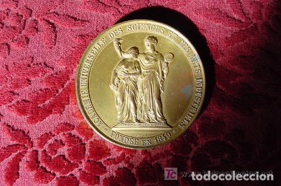 MEDALLA DE LA ACADEMIA UNIVERSAL DE LAS CIENCIAS Y ARTES INDUSTRIALES BRUSELAS 1888 (Numismática - Medallería - Temática)