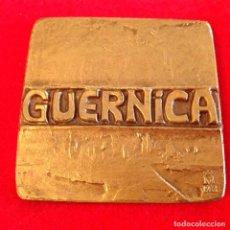 Medallas temáticas: MEDALLA DE BRONCE DE 1983, GUERNICA, 6 X 6 CM. BUEN EJEMPLAR, VER FOTOS, NUEVA.. Lote 189764262
