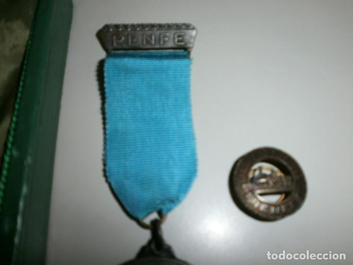 Medallas temáticas: medalla renfe premio a la fidelidad bronce placa medalla y miniatura en su caja original año 1968 - Foto 3 - 145260742