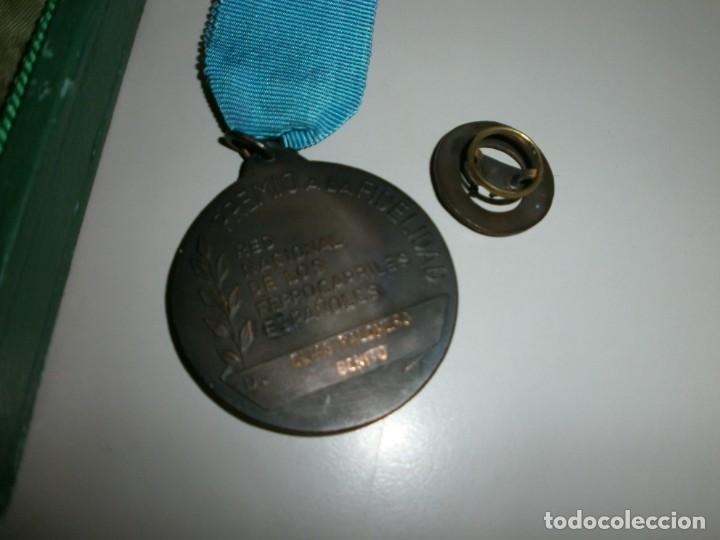 Medallas temáticas: medalla renfe premio a la fidelidad bronce placa medalla y miniatura en su caja original año 1968 - Foto 5 - 145260742
