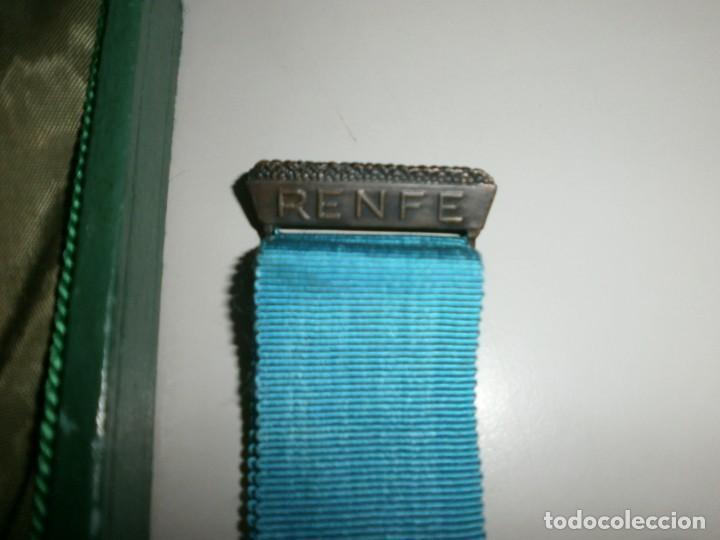 Medallas temáticas: medalla renfe premio a la fidelidad bronce placa medalla y miniatura en su caja original año 1968 - Foto 6 - 145260742