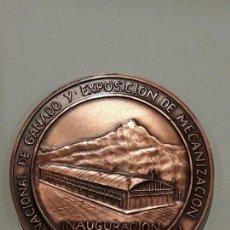 Medallas temáticas: MEDALLA CAMARA COMERCIO TORRELAVEGA. INAUGURACIÓN MERCADO NACIONAL DE GANADO.1973. Lote 146035386