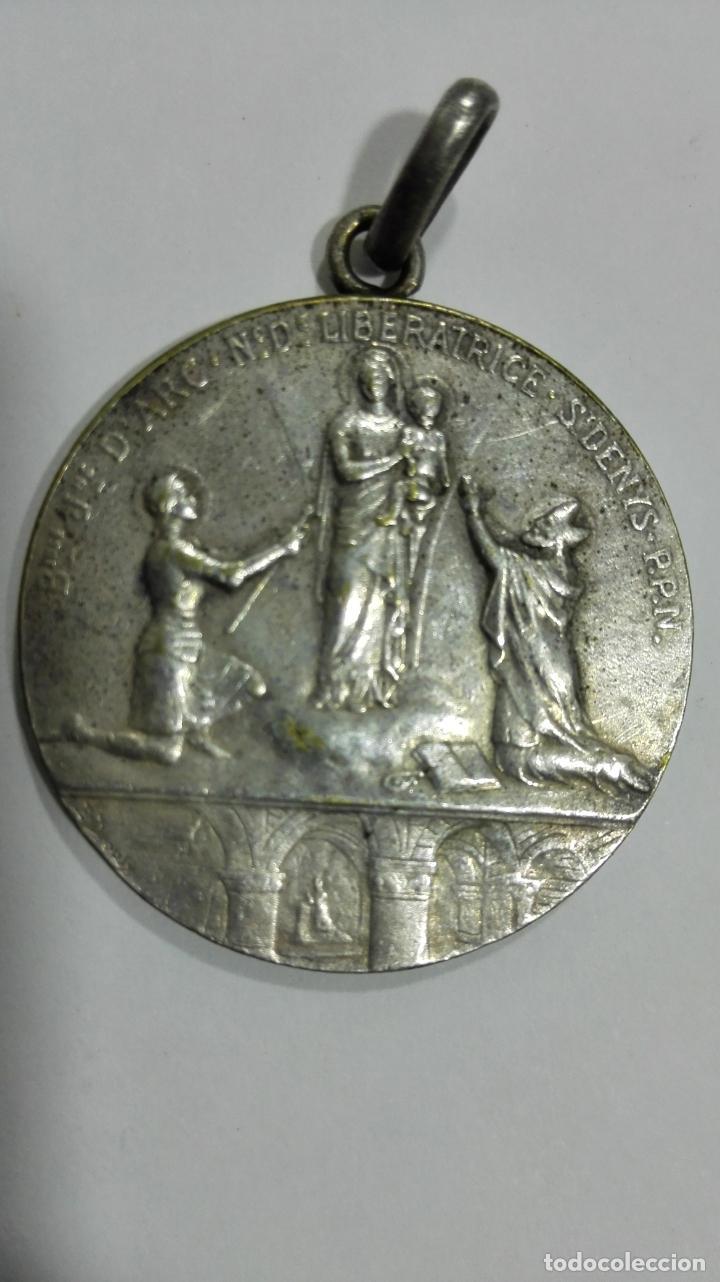 MEDALLA VIVA CRISTO EL AMIGO DE LOS FRANCESES. MEDIDAS 2,7 CM (Numismática - Medallería - Temática)