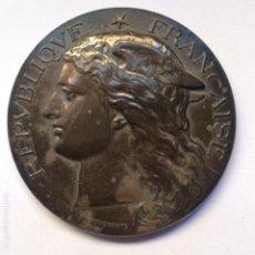 Medallas temáticas: MEDALLA. REPÚBLICA FRANCESA. SERVICIOS SANITARIOS FRAPART 1890. CAJA ORIGINAL. Lote 148210566