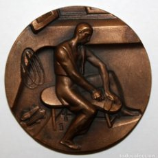 Medallas temáticas: MEDALLA DE LA SERIE OFICIOS TITULADA ALPARGATERIA. ACUÑADA POR LA F.N.M.T.. Lote 148543418