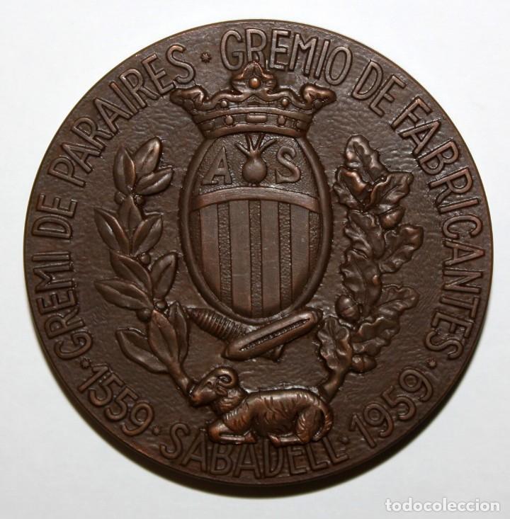 Medallas temáticas: MEDALLA EN BRONCE GREMI DE PARAIRES. GREMIO DE FABRICANTES 1559-1959. SABADELL - Foto 2 - 148562522