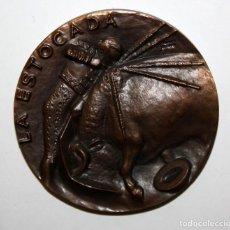 Medallas temáticas: MEDALLA FNMT. SERIE TAUROMAQUIA: LA ESTOCADA. FIRMADA POR MANOLO PRIETO. AÑOS 60. Lote 149675642