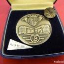 Medallas temáticas: MEDALLA DE PLATA (68 GR.) TRANSPORTES DE BARCELONA. EN ESTUCHE ORIGINAL. INCLUYE INSIGNIA DE SOLAPA. Lote 150259954