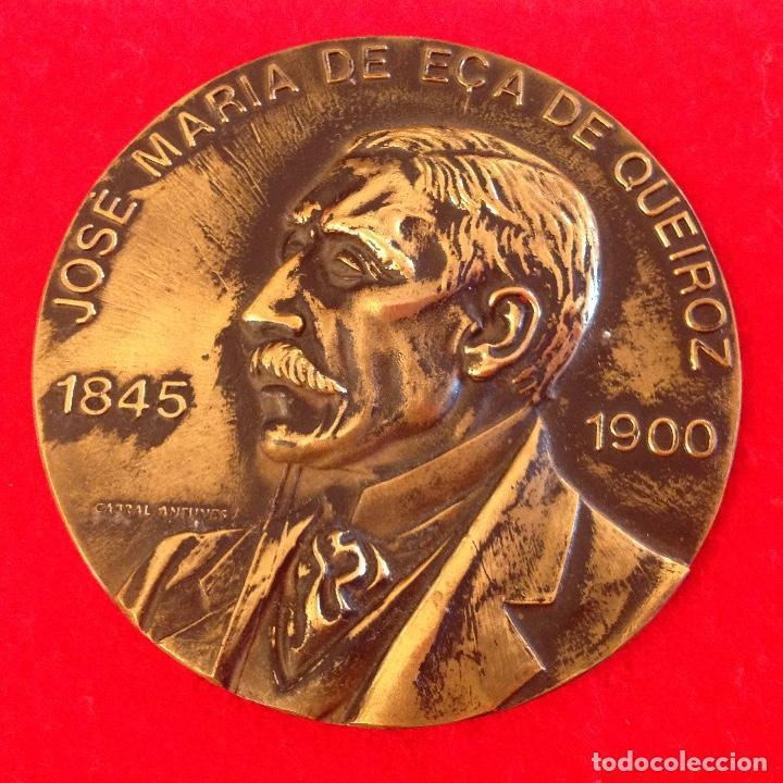 MEDALLA A JOSÉ MARÍA DE EÇA DE QUEIROZ 1845-1900, FIRMADA: CABRAL ANTUNES, 8 CM DE DIAMETRO. (Numismática - Medallería - Temática)
