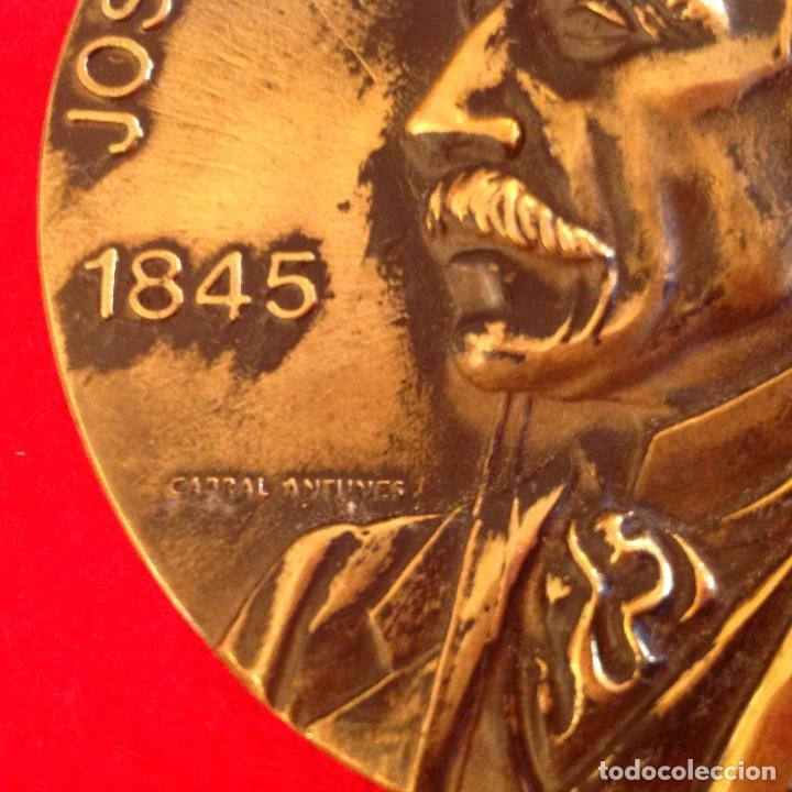Medallas temáticas: Medalla a José María de Eça de Queiroz 1845-1900, firmada: Cabral Antunes, 8 cm de diametro. - Foto 2 - 151524110