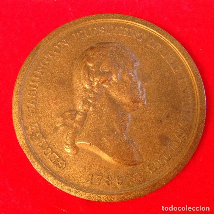 MEDALLA A GEORGE WASHINGTON PRESIDENTE DE LOS ESTADOS UNIDOS, 7,5 CM. DIAMETRO, PAZ Y AMISTAD, (Numismática - Medallería - Temática)