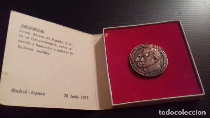 Medallas temáticas: Medalla - moneda Compañía IBERIA 50 Aniversario 1927 - 1977, 28 Junio 1978, en su estuche original - Foto 2 - 151662918