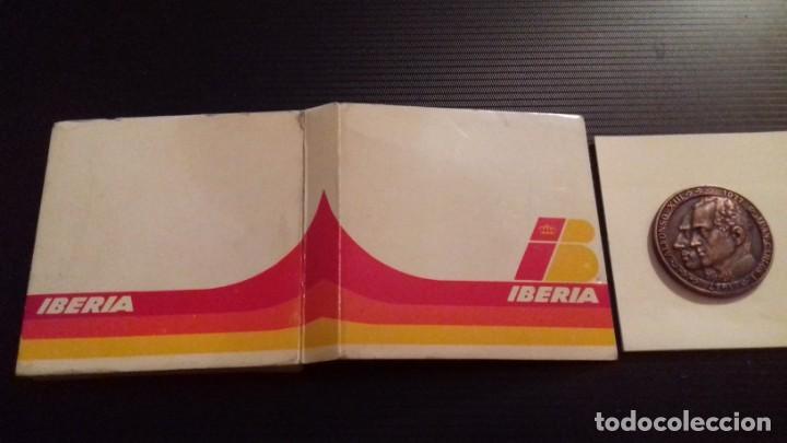 Medallas temáticas: Medalla - moneda Compañía IBERIA 50 Aniversario 1927 - 1977, 28 Junio 1978, en su estuche original - Foto 4 - 151662918