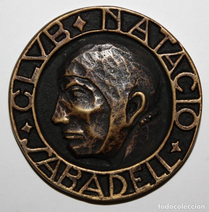 MEDALLA EN BRONCE DEL 40 ANIVERSARIO DEL CLUB NATACIO SABADELL 1916 - 1956 (Numismática - Medallería - Temática)