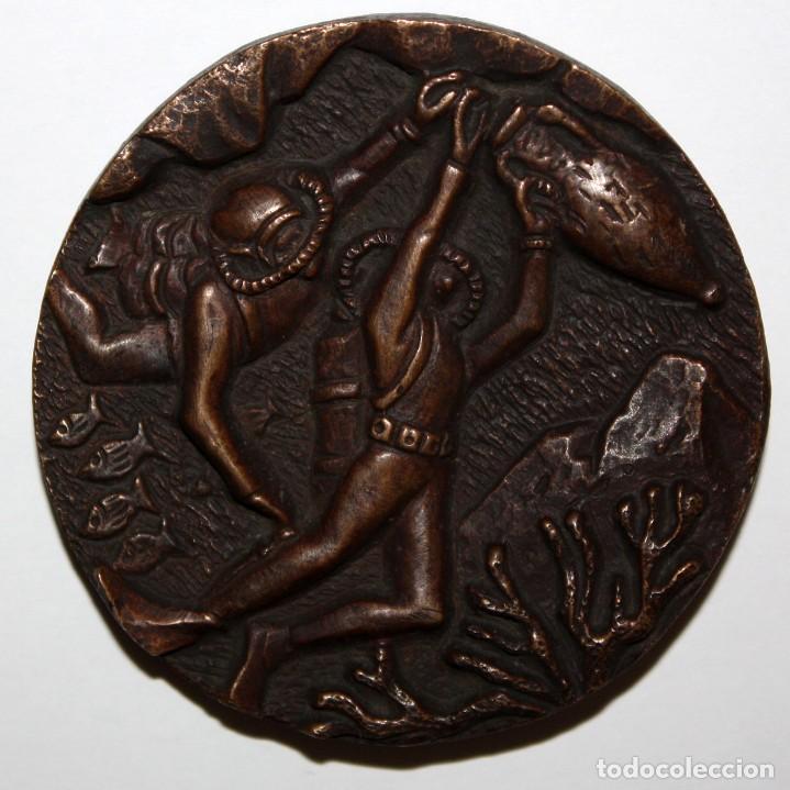 MEDALLA EN BRONCE AL SOCI FUNDADOR CRIS SABADELL. AÑO 1958 (Numismática - Medallería - Temática)