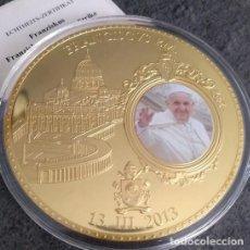 Medallas temáticas: BONITA MONEDA XXL 70 MM CONMEMORATIVA AL NOMBRAMIENTO DEL PAPA FRANCISCO DE LA CIUDAD DEL VATICANO. Lote 153578194