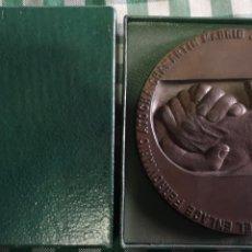 Medallas temáticas: MEDALLA CONMEMORATIVA DE LA INAUGURACIÓN DEL ENLACE FERROVIARIO ATOCHA CHAMARTÍN MADRID 1967. Lote 153827340