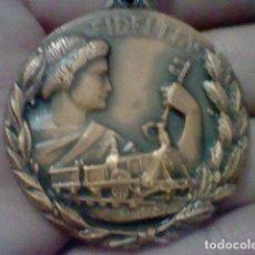 Medallas temáticas: RENFE PREMIO FIDELIDAD MEDALLA CINTA VERDE RED FERROCARRILES TONO COBRE . Lote 155361506