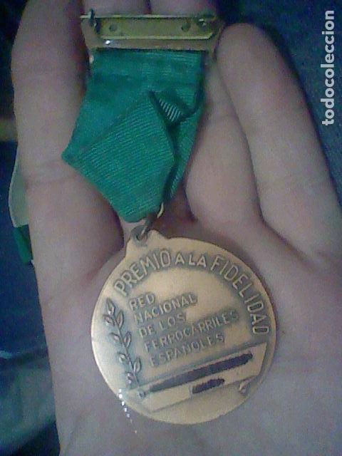 Medallas temáticas: RENFE PREMIO FIDELIDAD MEDALLA CINTA VERDE RED FERROCARRILES TONO COBRE - Foto 3 - 155361506