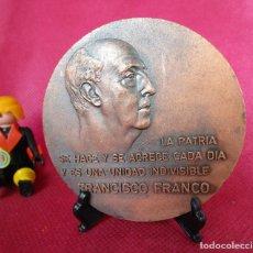 Medallas temáticas: GRAN MONEDA MEDALLA FRANCISCO FRANCO ESCUDO ESPAÑA LA PATRIA SE HACE Y SE ACRECE CADA DIA. Lote 155509650