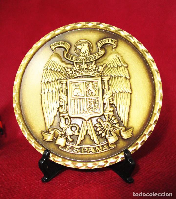 GRAN MONEDA MEDALLA ESCUDO DE ESPAÑA FRANQUISTA BRONCE MACIZO UNA GRANDE Y LIBRE (Numismática - Medallería - Temática)