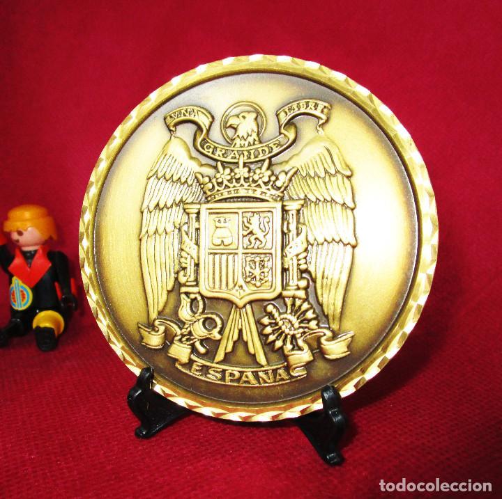 Medallas temáticas: GRAN MONEDA MEDALLA ESCUDO DE ESPAÑA FRANQUISTA BRONCE MACIZO UNA GRANDE Y LIBRE - Foto 2 - 155512094