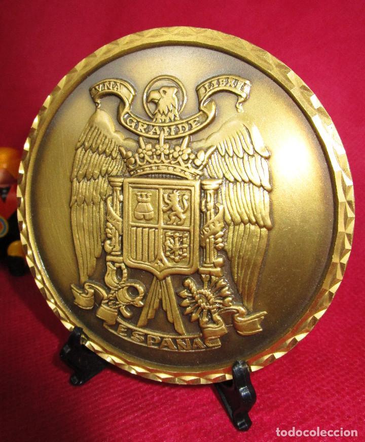Medallas temáticas: GRAN MONEDA MEDALLA ESCUDO DE ESPAÑA FRANQUISTA BRONCE MACIZO UNA GRANDE Y LIBRE - Foto 3 - 155512094