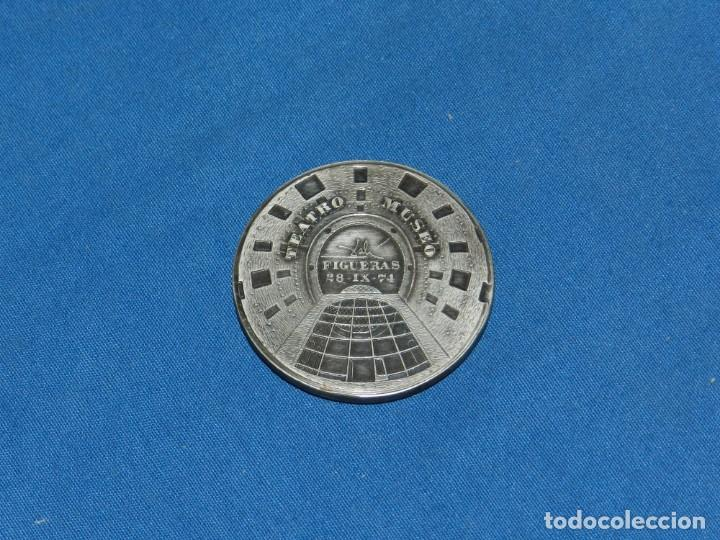 Medallas temáticas: (MCAJON1) SALVADOR DALI TEATRO MUSEO FIGUERAS 28-IX-1974 , 5 CM, SEÑALES DE USO NORMALES - Foto 2 - 155910458