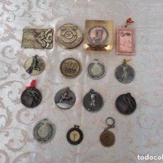 Medallas temáticas: LOTE DE 15 MEDALLAS DISTINTOS MATERIALES,PESO SOBRE 1,5 KG DISTINTOS MATERIALES Y FORMAS. Lote 158696162