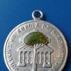Medallas temáticas: MEDALLA GUERNIKA KO ARBOLA DA BEDEINKATUBA - PLATA. Lote 159503618