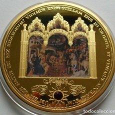 Medallas temáticas: BONITA MONEDA TAMAÑO XXL GRANDE 70 MM DE LOS TRES REYES MAGOS CON ORO COLOR Y PIEDRA ROJA SWAROVSKI. Lote 159985888