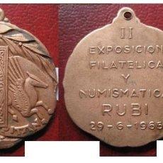 Medallas temáticas: MEDALLA EXPOSICIÓN FILATELICA Y NUMISMATICA RUBÍ BARCELONA 1965 - MOTIVO ISABEL II 1851. Lote 160463894
