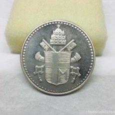 Medallas temáticas: MEDALLA PLATEADA DE JUAN PABLO II - ESCUDO EN REVERSO - MEDIDA 3'40 CM.. Lote 160866646