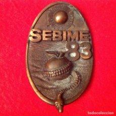 Medallas temáticas: MEDALLA DE SEBIME 83, XIV FERIA INTERN. DE BISUTERÍA DE ESPAÑA, MAHÓN, MENORCA, 74X45 MM. VER FOTOS.. Lote 161501554