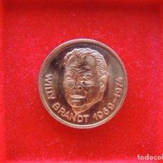 Medallas temáticas: FICHA - MEDALLA CONMEMORATIVA CANCILLER WILLY BRANDT, ALEMANIA, 1974¿?, ÁGUILA. Lote 162399106