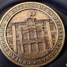 Medallas temáticas: CENTRO SUPERIOR DE ESTUDIOS DE LA DEFENSA NACIONAL. CINCUENTA ANIVERSARIO. Lote 164808388