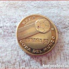 Medallas temáticas: ESPAÑA 82 COPA DEL MUNDO R.F.E.F -ALEMANIA CAMPEÓN DEL MUNDO 1954,1974 Y SUB.1982 - (COBRE). Lote 165110806