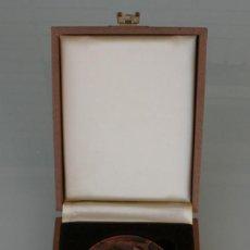 Medallas temáticas: MEDALLA MEDALLON DE BRONCE CAMARA COMERCIO INDUSTRIA NAVEGACION DE MALAGA – FIRMADA JULIO HERNANDEZ. Lote 165853346