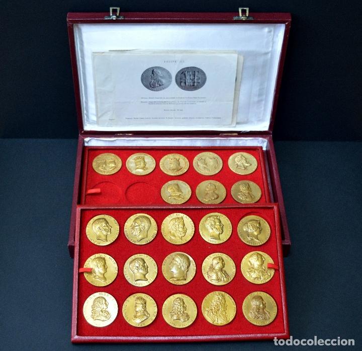 Medallas temáticas: 23 MEDALLAS REYES DE ESPAÑA COLECCION CALICO CON MONETARIO - Foto 2 - 166576402