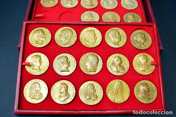 Medallas temáticas: 23 MEDALLAS REYES DE ESPAÑA COLECCION CALICO CON MONETARIO - Foto 3 - 166576402