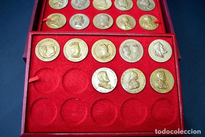 Medallas temáticas: 23 MEDALLAS REYES DE ESPAÑA COLECCION CALICO CON MONETARIO - Foto 5 - 166576402