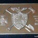 Medallas temáticas: LINGOTE MONEDA CON ESCUDOS EN RELIEVE CHAPADO EN ORO. Lote 167587989