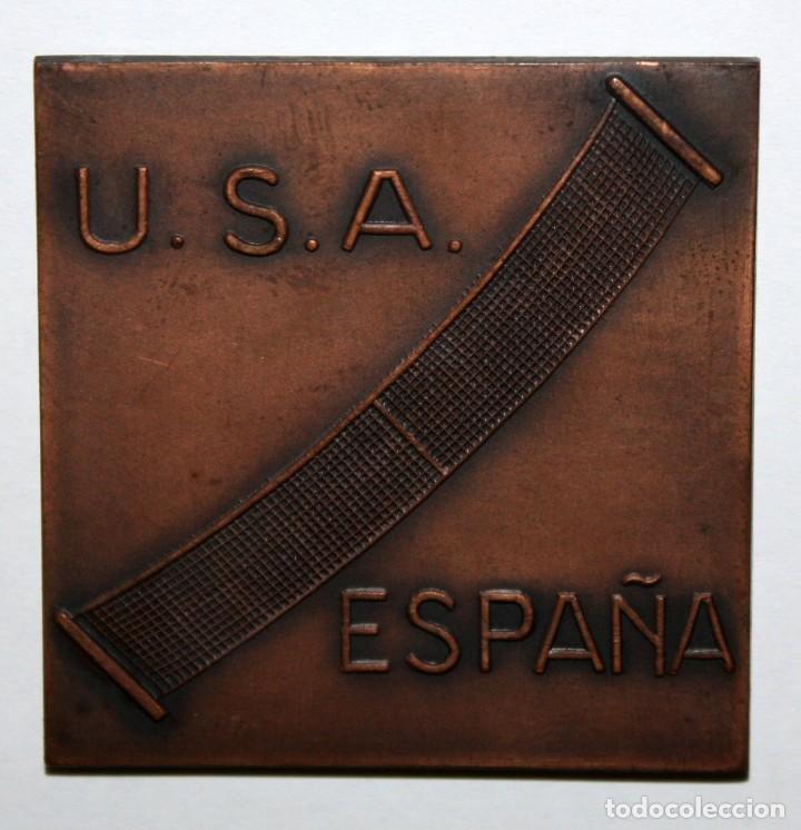 MEDALLA COPA DAVIS DE TENIS ELIMINATORIA INTER ZONAS U.S.A. ESPAÑA EN BARCELONA 1965 (Numismática - Medallería - Temática)