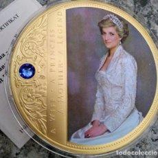 Medallas temáticas: GRAN MONEDA CONMEMORATIVA CON ORO Y SWAROVSKI A LADY DI PRINCESA DE GALES, ESPOSA, MADRE Y LEYENDA. Lote 169780806