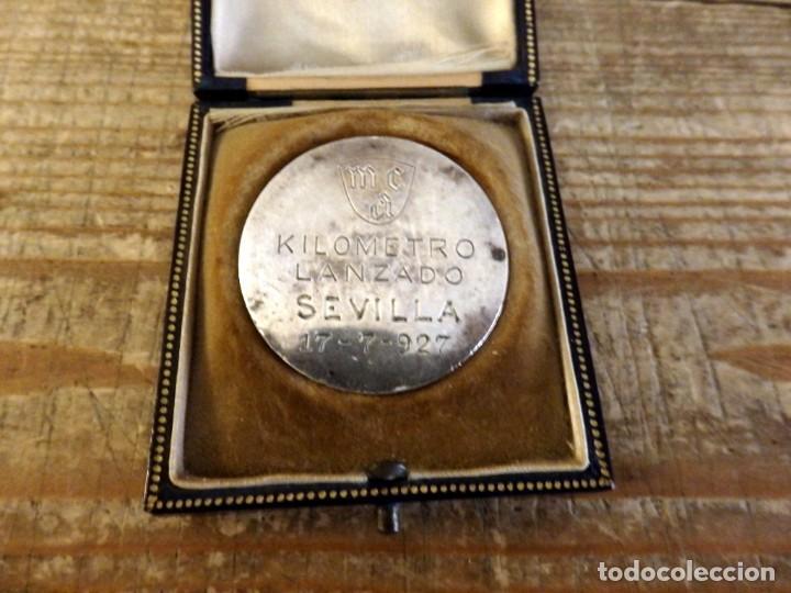 Medallas temáticas: SEVILLA, 1927, MEDALLA MOTOCICLISMO KILOMETRO LANZADO, CON ESTUCHE ORIGINAL, PLATA, RARISIMA, - Foto 5 - 169876288