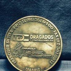 Medallas temáticas: PISAPAPELES MEDALLA DRAGADOS Y CONSTRUCCIONES CARACOLA MANTENIMIENTO INTEGRAL 10CMS. Lote 170281296