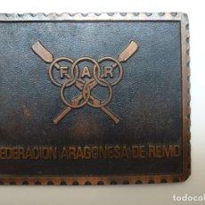 Medallas temáticas: CHAPA METÁLICA FEDERACIÓN ARAGONESA DE REMO (8 X 6,5 CM). Lote 171662327