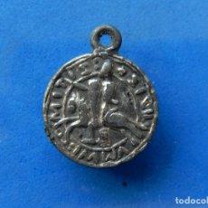 Medallas temáticas: VIEJA MEDALLA CON CABALLERO Y TORRES O CASTILLO. A CATALOGAR.. Lote 172569935