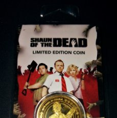 Medallas temáticas: SHAUN OF THE DEAD MONEDA EDICIÓN LIMITADA ZAVVI ZBOX EXCLUSIVA NUMERADA 0795 GOLD COIN ZOMBIES PARTY. Lote 172727525